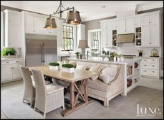 banquette pushed right up against island or peninsula... like it!