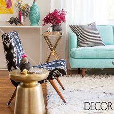 Contemporâneo, o ambiente destaca adornos irreverentes e cores