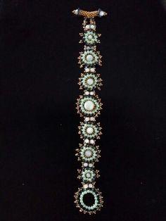 Bracelet Nebula (creative beading vol. 7) Miyuki rocailles 11 & 15 or & bleu + toupies 3 mm Montana + Preciosa 2 mm Light spring +