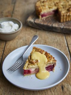 Stephen Fry's apple pie (Jamie Oliver) Apple Pie Recipes, Fruit Recipes, Dessert Recipes, Pastries Recipes, Hot Desserts, Fruit Dessert, Apple Desserts, Yummy Recipes, Fried Apple Pies