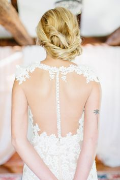 Photography : Erin McGinn Read More on SMP: http://www.stylemepretty.com/new-england-weddings/2016/10/26/bridal-beauty-101-finding-that-perfect-style-for-your-gown/