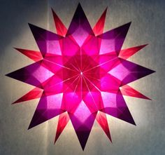 Pink / Purple Star - 16 Pips - Stars made of Transparent Paper Origami Stars, Diy Origami, Origami Tutorial, Christmas Paper, Christmas Crafts, Diy And Crafts, Arts And Crafts, Yule Decorations, Tissue Paper Crafts