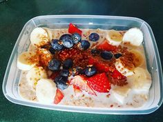 Overnight Oats topped with strawberries banana blueberries honey and flaxseed. ____________________ A handy breakfast option with minimum preparation time. Protein hit high carb and easy to adjust the calories with nuts seeds peanut butter or honey! Blueberries, Strawberries, Breakfast Options, Flaxseed, Strawberry Banana, Overnight Oats, Acai Bowl, Peanut Butter, Oatmeal