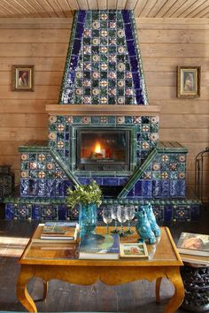 russian-style-interior_18-2 Cosy Fireplace, Tiled Fireplace, Mantle Art, Summer Cabins, Russian Fashion, Russian Style, Parisian Apartment, Decorative Items, Tiles