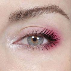 Pink Eye Makeup Looks Pink Eyes Makeup Eyeshadow Glitter Subtle # pink eye make-up sieht pink eyes make-up lidschatten glitter subtil Pink Eye Makeup Looks Pink Eyes Makeup Eyeshadow Glitter Subtle # Burgundy eye makeup Pink Eye Makeup Looks, Rainbow Eye Makeup, Summer Eye Makeup, Bold Eye Makeup, Creative Eye Makeup, Glitter Eye Makeup, Natural Eye Makeup, Makeup Eyeshadow, Makeup Brushes