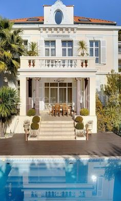 In the heart of Cannes, this magnificent home is the perfect balance of traditional and contemporary.