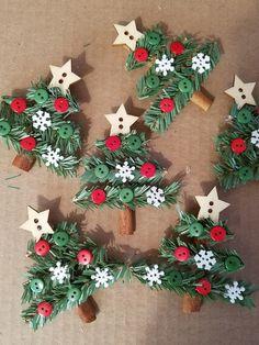 15 Fun and Easy Kids Christmas Crafts Christmas Ornament Crafts, Christmas Crafts For Kids, Simple Christmas, Kids Christmas, Handmade Christmas, Holiday Crafts, Christmas Decorations, Christmas Trees, Pallet Christmas