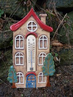 "Teploměr ,,Domeček"" Ceramic Pottery, Pottery Art, Thermometer, Ceramic Houses, Little Houses, Wall Plaques, Bird, Outdoor Decor, Design"