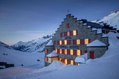 A beautiful historic hotel in a remote location. Switzerland, Mount Everest, Remote, Mountains, Nature, Travel, Beautiful, Naturaleza, Viajes