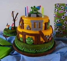 Elizabeth's Kitchen Diary: Angry Birds Birthday Cake