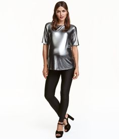 Leggings in thick, glossy jersey with and wide ribbing at waist for added comfort. H&m Fashion, Fashion Online, Black Leggings, New Outfits, Black Women, Sporty, My Style, Stuff To Buy, Clothes