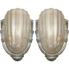 Pair of French Art Decó sconces.