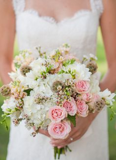 This romantic bouquet is stunning. // Lucy O Photo