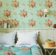 papel de parede e edredon florido