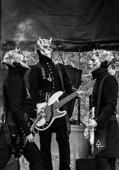 Ah, just look at them pretty Ghouls 💚 Band Ghost, Ghost Bc, Ghost Papa Emeritus, Kerry King, Billy Talent, Real Haunted Houses, Ghost And Ghouls, Ghost Photos, Civil War Photos