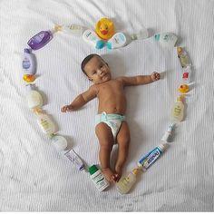"""1,990 curtidas, 13 comentários - Sonja Chacon  Jornalista (@mamaedesorte) no Instagram: """" @maededoislaryelucas - Todos os itens de higiene pro seu bebê estão disponíveis na @megafarma !!…"""" Funny Baby Photos, Monthly Baby Photos, Baby Boy Pictures, Baby Girl Photos, Baby Images, Foto Baby, Baby Poses, Newborn Baby Photography, Cute Baby Clothes"""
