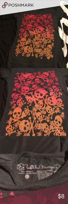 Skull T-shirt Never been worn gray T-shirt with skulls on the front size large Tops Tees - Short Sleeve