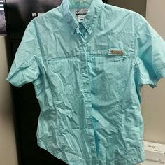 Womens Columbia Fishing Shirt Brand new no tags.. It fit snug on my chest and its been in closet ever since ... Not even washed Columbia Tops Button Down Shirts
