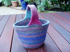 Ravelry: A Petite Felted Bag pattern by Ann Lim (free)