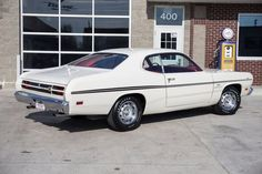 1970 Plymouth Duster Mine was Gold Leaf with a black vinyl top, Carter AVS 4 barrel, automatic with rear gear and a set of turbo mufflers. Sounded awesome, fast, too. Plymouth Muscle Cars, 70s Muscle Cars, American Muscle Cars, Plymouth Duster, 70s Cars, Trucks For Sale, Darts, Drag Racing, Aspen