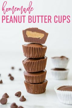 Homemade Peanut Butter Cups :: A homemade version of Reese's peanut butter cups. This easy recipe comes together quickly and is great for gifting or stashing in your freezer! via Butter Cups Homemade Peanut Butter Cups Homemade Peanut Butter Cups, Reeses Peanut Butter, Homemade Reeses Cups, Peanut Butter Cup Filling Recipe, Reeses Peanutbutter Cups, Reeses Cups Recipe, Homemade Muffins, Homemade Snickers, Homemade Marshmallows