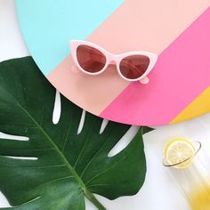 Super Sunnies: Our Current Favorite Sunglasses for Summer - Accessorize my Outfit! Summer Sunglasses, Cat Eye Sunglasses, Sunglasses Women, Stylish Sunglasses, Vintage Sunglasses, Womens Fashion Online, Latest Fashion For Women, Summer Flatlay, Foto Still