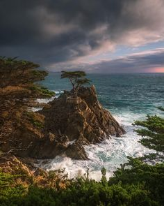 The Lone Cypress, Pebble Beach California. Last weekend I got one of my favorite shots from this iconic Pebble Beach location! World Pictures, Nature Pictures, Fantasy Landscape, Urban Landscape, Landscape Photography Tips, Nature Photography, Pebble Beach California, San Diego, Ocean Wallpaper