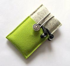 Bolsillo del teléfono móvil hecho de lana de fieltro para