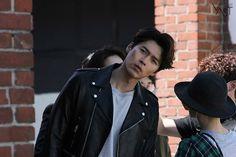 Rare Photos of Hyun Bin Go Viral for His Over-The-Top Sexiness Korean Celebrities, Korean Actors, Hyde Jekyll Me, Netflix Dramas, Hyun Bin, Gong Yoo, Kdrama Actors, Handsome Actors, Korean Men