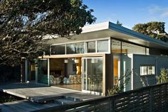 Raumati Beach House – Modern Beach House Design By Herriot & Melhuish - Home Design Inspiration Space Architecture, Amazing Architecture, Old Cottage, Surfer, Beach Shack, Amazing Buildings, New Home Designs, Beach Cottages, Beach Houses