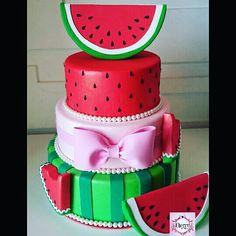 One in a melon party Watermelon Wedding, Baby Shower Watermelon, Watermelon Birthday Parties, First Birthday Parties, First Birthdays, Watermelon Water, Bolo Fake Eva, Decors Pate A Sucre, Bolo Fack