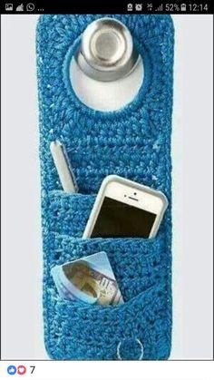 Crochet Diy Crochet World pattern: doorknob organizer. Crochet World, Crochet Diy, Crochet Home Decor, Love Crochet, Crochet Gifts, Ravelry Crochet, Crochet Storage, Diy Crochet Organizer, Crochet Poncho