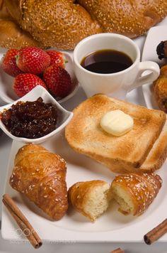 Croissant, jam and butter by PhotoStock-Israel Healthy Breakfast Menu, Good Morning Breakfast, Good Morning Coffee, Perfect Breakfast, Breakfast Time, Breakfast Pictures, Brunch, Croissants, C'est Bon