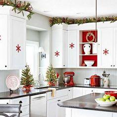 Décorer sa cuisine pour Noel. Voici pour vous aujourd'hui une superbe sélection de 20 idées créatives pour décorer votre cuisine durant la période de Noel..