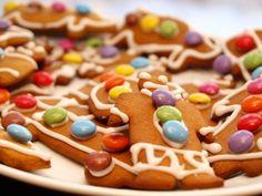 Verdens beste pepperkaker - Norwegian recipe for gingerbread men Gingerbread Man, Gingerbread Cookies, Nordic Christmas, Xmas, Christmas Tree, Norwegian Food, Christmas Goodies, Holiday Baking, Sweet Treats