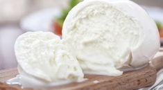 What is the best cheese for pizza? While mozzarella is the most popular choice, there are many great options. Find out which cheese is the best! Mozzarella Homemade, Fresh Mozzarella, Pizza Recipes, Wine Recipes, Mozarella, Buffalo Mozzarella, Queso Fresco, Food Stands, Best Italian Recipes