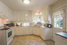 Huge Kitchen In This Classic Home! 625 Loma St, Redding Property Listing: MLS® #16-3725