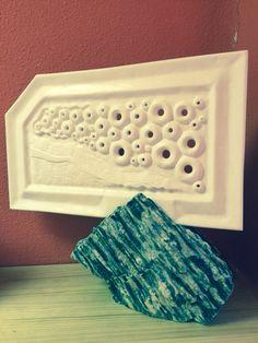 """""""Espuma"""", escultura en mármol de Tassos y piedra de madera."""