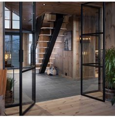Chalet Interior, Interior Windows, Mountain Cottage, Little Cabin, Cabin Interiors, Cabins In The Woods, Exterior Design, New Homes, Decoration