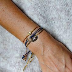 Muscheln passen mit dem richtigen Band auch super in den Herbst oder Winter. Natürlich habe ich auch viele andere Farben für Euch. Falls Ihr wünsche und Vorstellung von Eurem perfekten Armband habt, lasst es mich wissen. Die Bänder könnt Ihr mit dem Schiebeknoten, perfekt an Euer Handgelenk anpassen. #seababes #beachvibes #inspiredbynature #handmadejewelry #handmadewithlove #supportsmallbusinesses #individuellerschmuck #kundenwunsch #selbstkreativsein #etsyteamaustria Beach Vibes, With Love, Super, Delicate, Bracelets, Gold, Instagram, Jewelry, Fashion