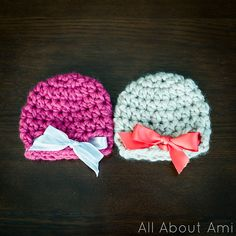 These super bulky newborn hats work up extremely quickly with only 8 rows and a 10 mm crochet hook.  I love the addition of the ribbons to finish off these hats.