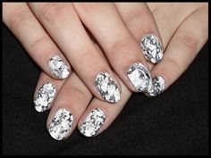 Nailart mit BornPretty Stamping polish - 4 white, Fairwind - spring awakening, Kiko - 326 lead grey, Kiko - 516 metallic stone, Essie - no place like chrome