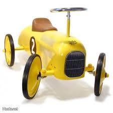 Keltainen potkuauto