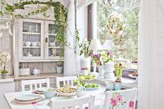 El romanticismo en el mundo de la decoración también existe… El estilo Romántico, casi siempre utilizado para crear ambientes femeninos, se basa en hacer que una estancia irradie tranquilidad, armonía y dulzura, sin llegar a verse sobrecargada. Es un estilo en el que los tonos pasteles son los protagonistas junto con el blanco, y el...  Read more »
