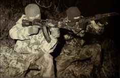 IRA Volunteers Training - The Troubles in Northern Ireland Military Photos, Military Art, Military History, Ireland 1916, Northern Ireland Troubles, Irish Republican Army, Celtic Nations, War Photography, Irish Eyes