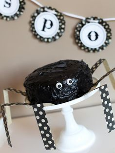 Spider Cake for Halloween | DIYNetwork.com