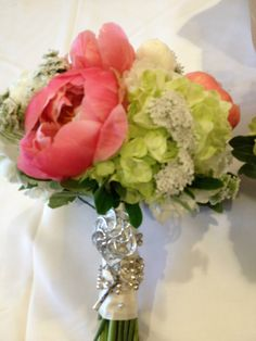 Coral and green bouquet with a silver brooch. Chic Wedding, Wedding Ideas, Silver Brooch, Retro Chic, Bouquets, Coral, Green, Flowers, Bouquet