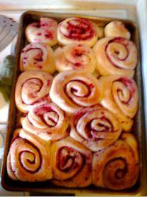 Craft Rookie: Raspberry Cream Cheese Cinnamon Rolls