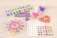 Create magnificent manicures in minutes with this set's colorful press-on faux nails, exciting nail polish colors and fun accessories. Shimmer Lip Gloss, Party Nails, Girls Nails, Glitter Girl, Nail Stickers, Nail File, Nail Polish Colors, Manicure, Creativity