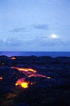 Lava flow from Kilauea Volcano, Big Island, Hawaii Hawaii Usa, Hawaii Travel, Places Around The World, Around The Worlds, Volcan Eruption, Places To Travel, Places To Visit, Hawaii Volcanoes National Park, Big Island Hawaii